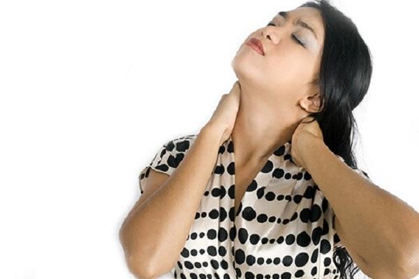 تق تق صدا دادن استخوان گردن