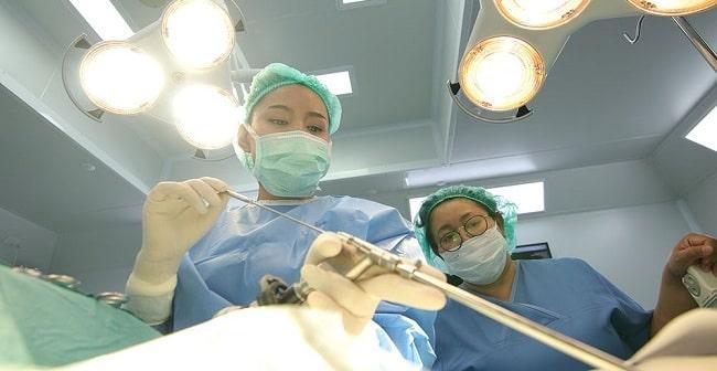 جراحی بسته دیسک کمر با لیزر