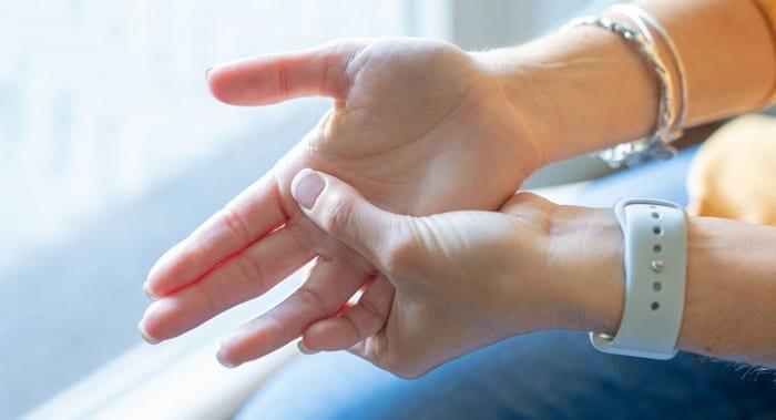 درمان انگشت ماشه ای (تریگر فینگر) با کورتیکو استروئید، بریس و ورزش