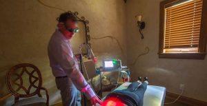 سازو کار درمان با لیزر پرتوان-min