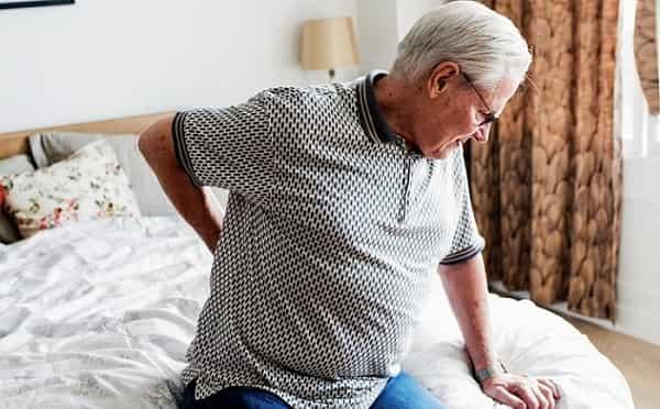 عوارض عمل دیسک کمر چیست ( درد شدید کمر، عفونت، خونریزی و ...)