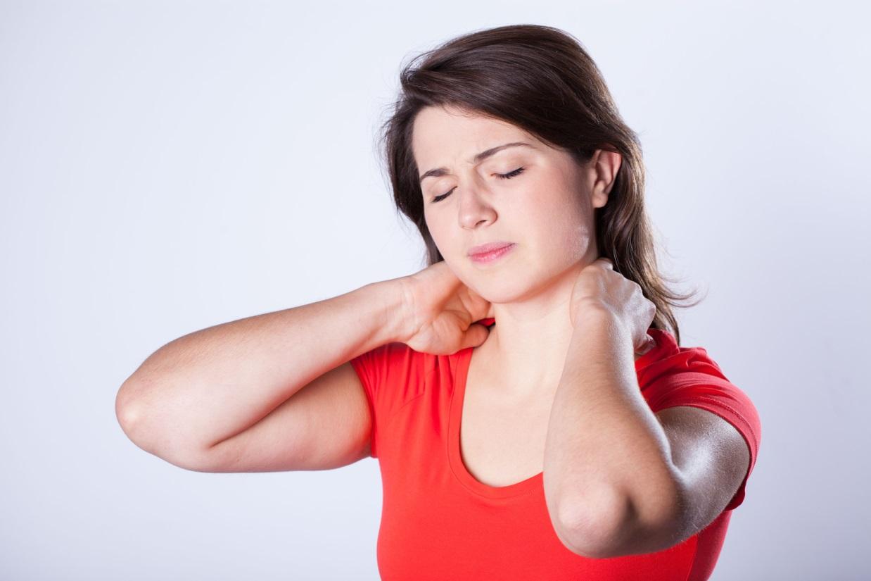 علائم گردن درد چیست